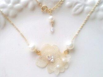 白紫陽花ネックレスの画像