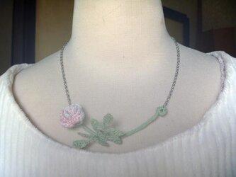 薔薇♪レース編みのネックレスの画像