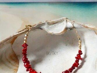 スカーレットレッドが美しい珊瑚のブレスレットの画像