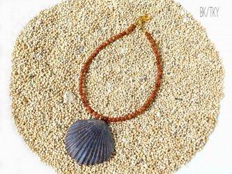 大西洋から届いた小さな贈り物 - 黒ほたて貝のアンクレットの画像