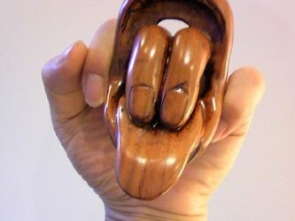 木彫演芸ジリング:喉から手が出てる指輪の画像