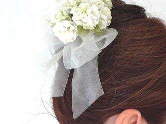 小花のポンポン カーネーション風 ホワイト * 綿ローン製 * コサージュ 髪飾の画像