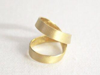 シルバーのリバーシブルリング(ゴールド色)の画像