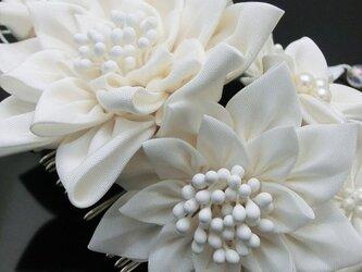 つまみ細工純白のコームかんざし(睡蓮)の画像