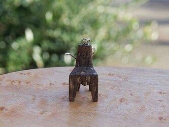 木の椅子のピアス  柿 ナチュラルの画像