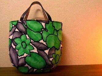 緑のお花バッグの画像