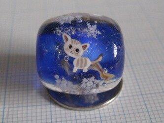 とんぼ玉 猫と雪の画像