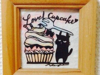 ミニ切り絵:なまいき猫ちゃんとカップケーキの画像