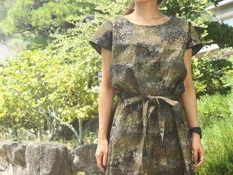 紬のフレンチ袖ワンピース・リボンつき(森の柄・M)の画像