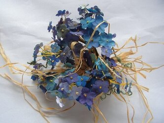 忘れな草のコサージュ(大小混・ラフィア付き)の画像
