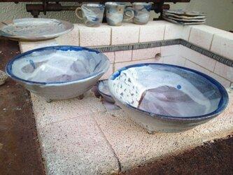 藁灰釉の足つき鉢(オリーブの葉っぱ柄)の画像