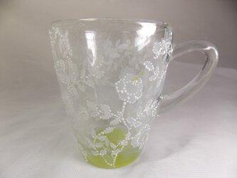白薔薇のマグカップ・可愛いいドット仕上げKiの画像