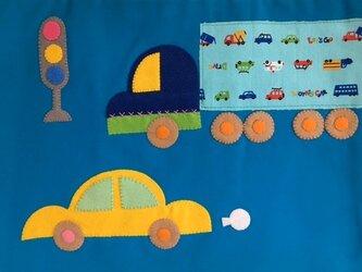 自動運転の時代がやってきた!じどうしゃ柄のレッスンバッグターコの画像