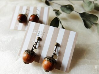 【秋の足音♪】木製どんぐりのイヤリングの画像