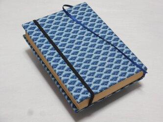 お手持ちの布地でブックカバーを制作します。の画像