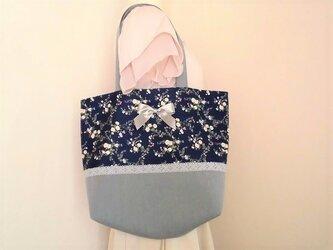 リボン付き花柄トートバッグの画像