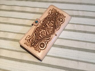 ヌメ革のカービング長財布の画像