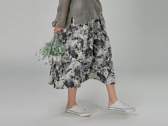 綿麻生地  シックな花柄  プリントロング丈スカート の画像