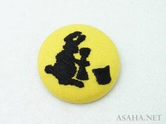お月見刺繍ブローチ【兎】の画像