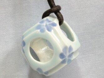 チョーカーサイコロ 青磁の画像
