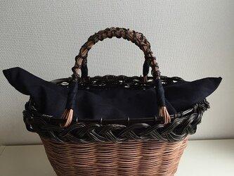 三つ編みかごバッグの画像