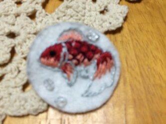 手刺繍ブローチ☆金魚の画像