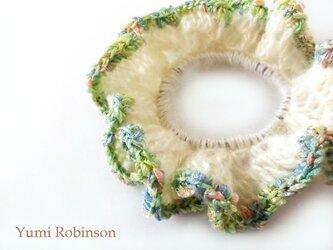 ラメ入りカラフルな縁編み*ふんわりモヘアのシュシュの画像