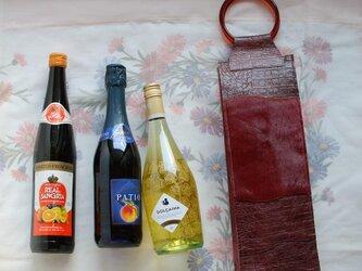 ワインのキャリーバッグ 型押し牛革×毛皮×アクリルの画像