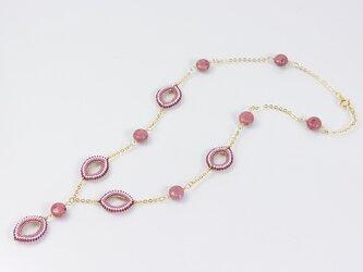 ピンクのY字ネックレス・ロードナイトの画像