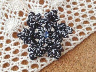 雪結晶モチーフブローチの画像