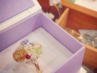 ルチルクォーツとビーズの指輪の画像