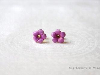 小花のレザーピアス*pinkの画像