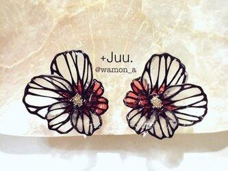 切り絵花のイヤリング(撫子•紅)の画像