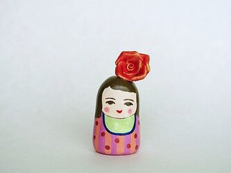 赤い薔薇のお嬢さんの画像