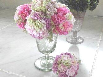 小花のポンポン カーネーション風 ミルキーホワイト * 綿ローン製 * コサージュの画像