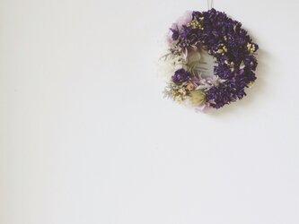 デルフィニウムのmix wreathの画像