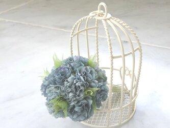 小花のポンポン カーネーション風 ブルーグレー * 綿ローン製 * コサージュの画像