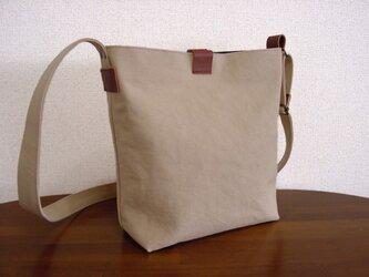 8号帆布小さめショルダーバッグ(薄いベージュ×ブラウン革)の画像