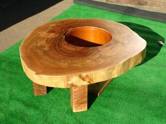 栃の木の輪切り 囲炉裏の画像
