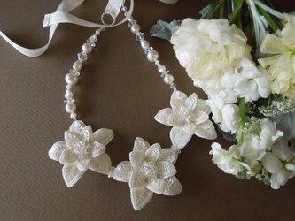 3連の花モチーフネックレスの画像