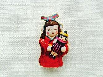 お人形さんと着物乙女ブローチの画像