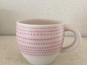 コロンとしたピンクの点々マグカップの画像