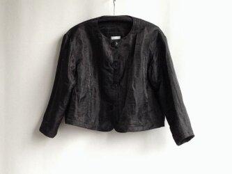 出番の多いショートジャケット 光る黒 の画像