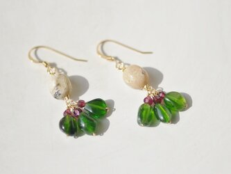 Chrome Diopside*pierceの画像