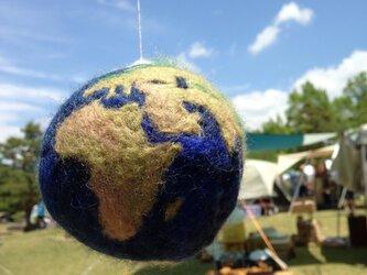 羊毛フェルトの地球儀の画像