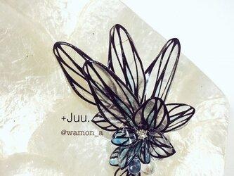 切り絵花のイヤーカフ(翼•青)の画像