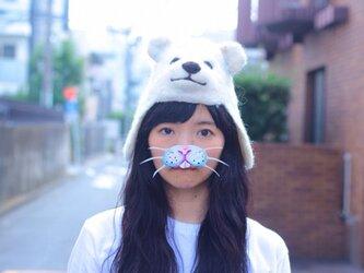 羊毛フェルトの白熊ぼうしの画像