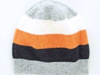 カラーボーダーのニット帽の画像