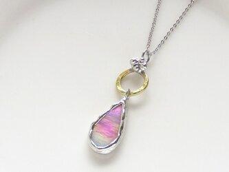 「sold」ステンドグラスのネックレス*花びらの舞・桜の画像