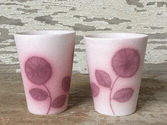 ピンクのお花のコップの画像